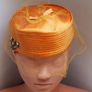 Beautiful Vintage Pill Box Hat w/Netting